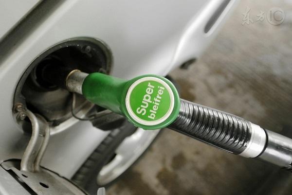 """新年油价""""第一涨"""" 加满一箱油多花7块钱"""