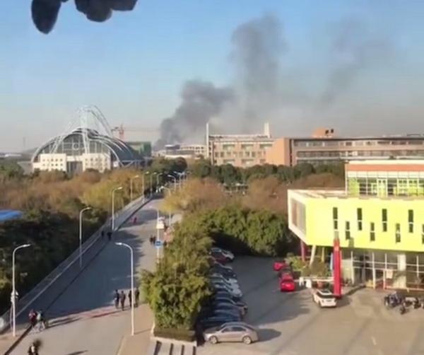 上海松江大学城附近一工地宿舍起火 未造成人员伤亡