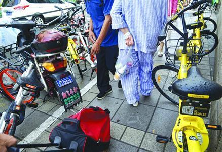 沪非机动车停车位不断扩围 共享单车该不该占人行道