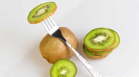 猕猴桃可以空腹吃?吃猕猴桃的同时要注意什么?