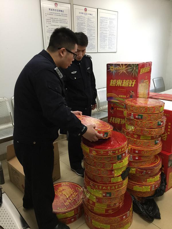 嘉定警方查处一起非法买卖运输烟花爆竹案