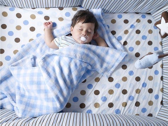 培养宝宝独睡好处多 妈咪这样做