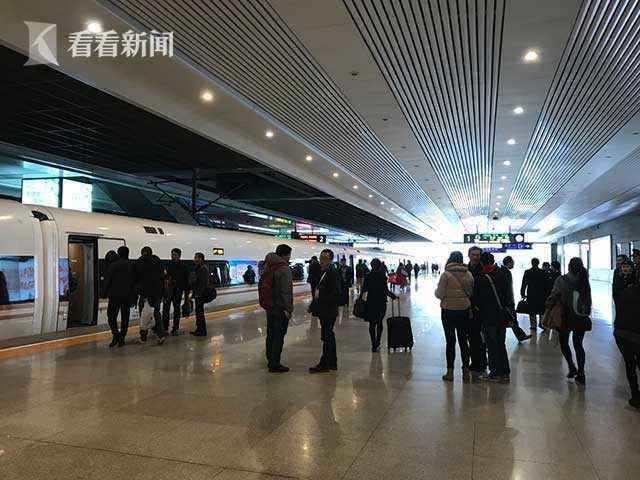 春运前8天火车票已售近300万张 昨日起预售高峰