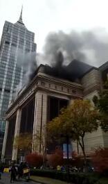 上海环球港发生火情 或因火星溅落引燃建筑材料