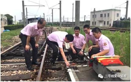 """""""上海地铁求饶信""""热传 遇故障该等待还是该换乘"""