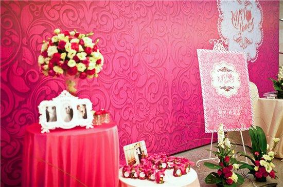 各种手绘,涂鸦,漫画一一上演,kt板喷绘的婚礼迎宾牌也由此产生,费用低