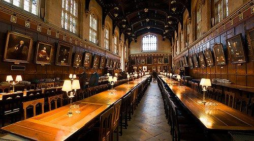 英牛津学基督学院食堂同《哈利特》霍沃茨