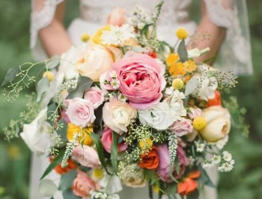 鲜花可以与什么配合 婚礼用花有什么讲究