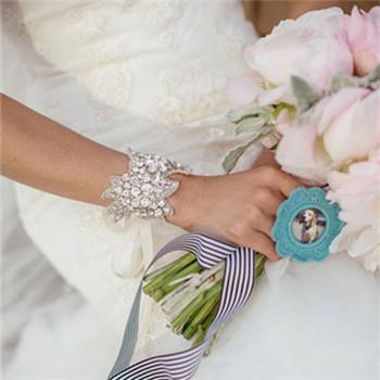 新娘婚纱饰品如何挑选 婚纱饰品搭配原则