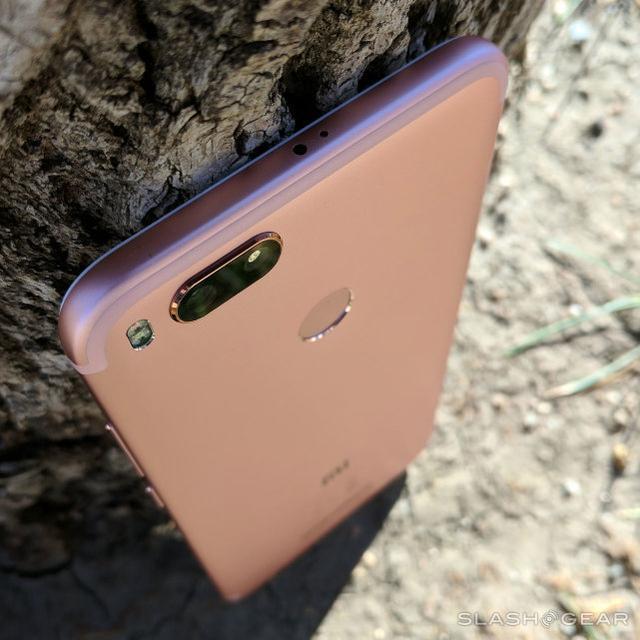 外媒高度赞扬小米A1手机:续航超1天,绝对物超所值