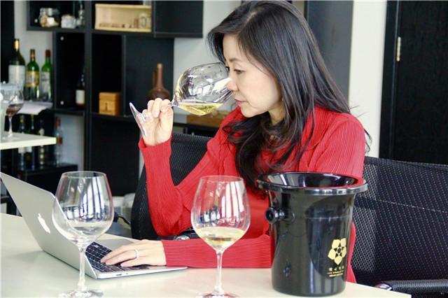为中国消费者甄选线上好酒!探索中国线上热门酒款