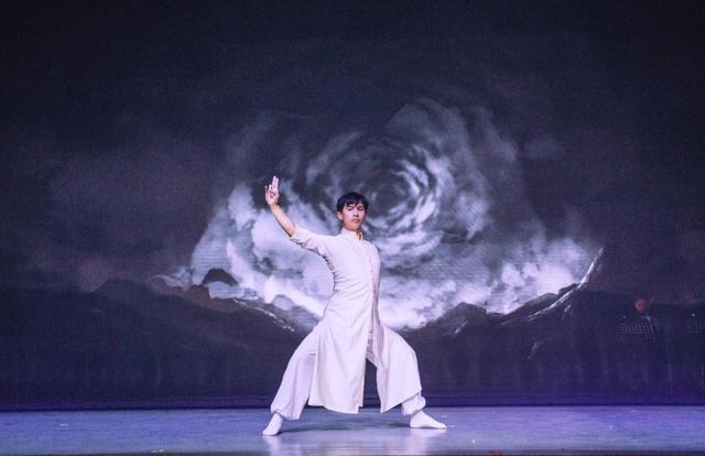 跨界融合艺术剧场《东去西来》璀璨首演