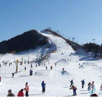 天台山绿城滑雪场:感受雪地摩托的刺激