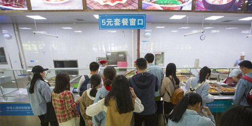 高校食堂推出5元套餐:有鱼有肉,菜色不重样