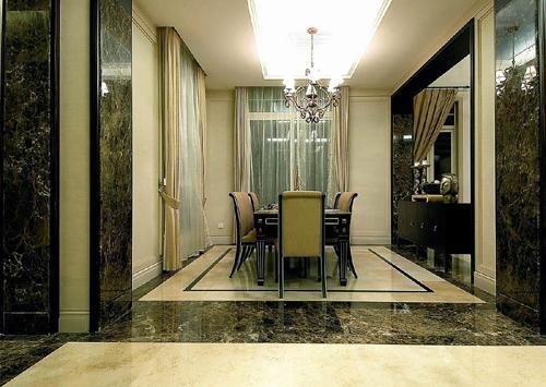 餐厅与客厅之间的隔断非常巧妙,设计师选了一些对称的工艺品,使餐厅或
