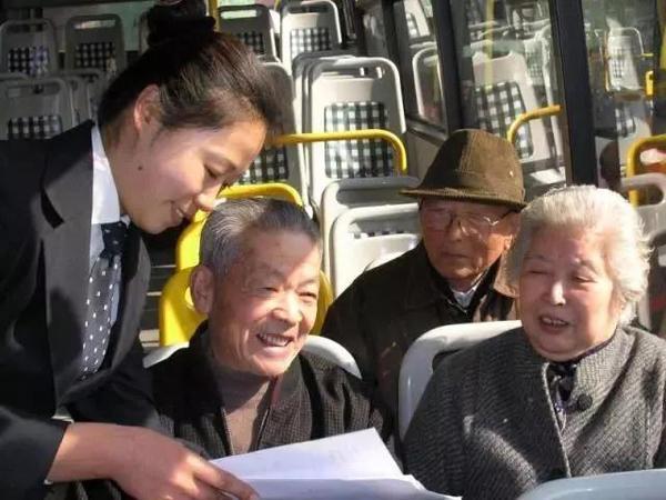 呆萌的方头娃娃:上海首个公交吉祥物即将亮相71路