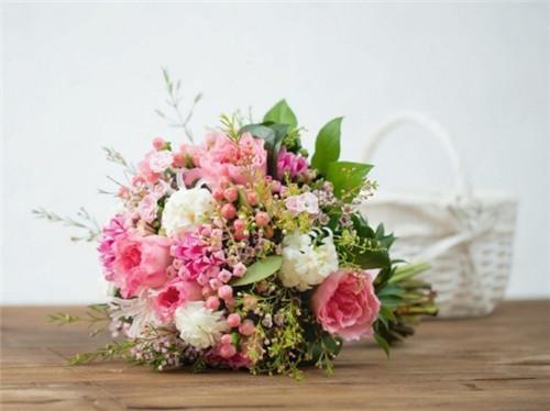 令人心动的婚礼花球搭配