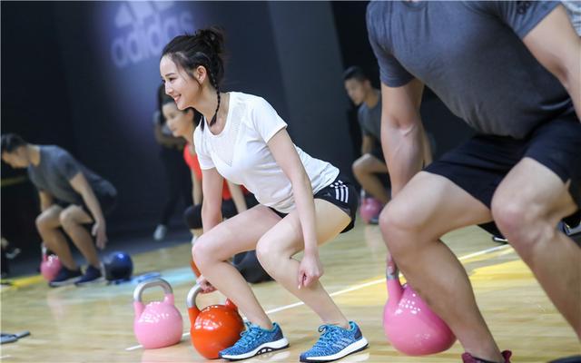 阿迪达斯训练携代言人宁泽涛 张钧甯创意开练