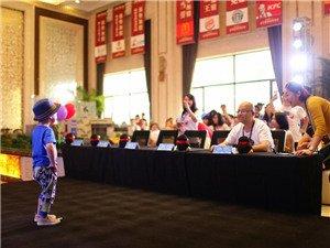 6月13日,由腾讯大申网主办的2015超级潮童大赛在新明kid mall售楼处正式拉开帷幕。30位超萌超帅的潮童在家长的带领下盛装出席,他们已经在舞台上陆续秀出自己最绚丽的一面。