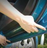 车门排水孔阻塞造成漏水