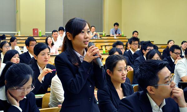 在日外国留学生近27万人:中国大陆留学生占4成居首