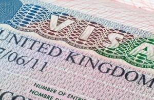 英国向中国学生推出24小时特快签证 试运行十周