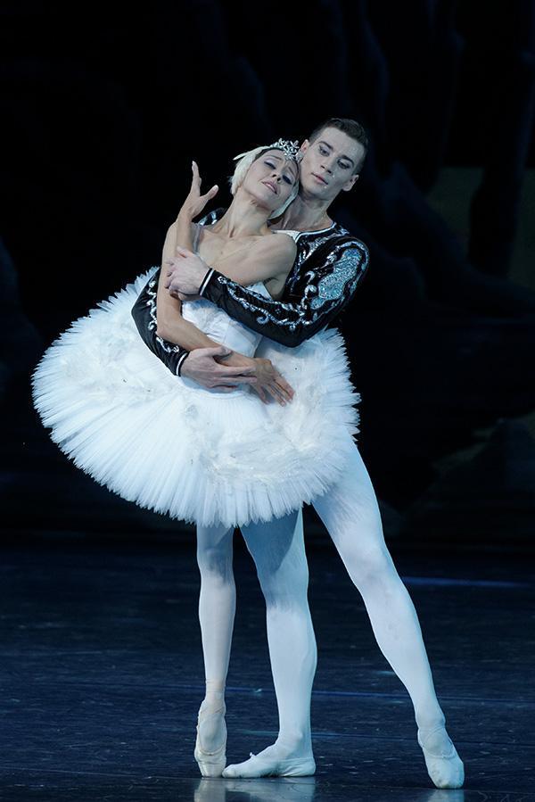 立陶宛芭蕾舞剧《天鹅湖》来了 装台需两天
