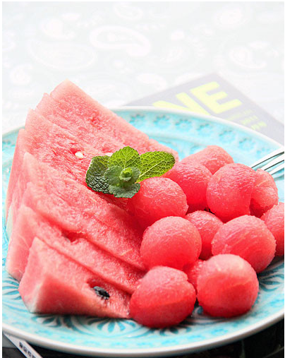 西瓜果盘的优雅切法