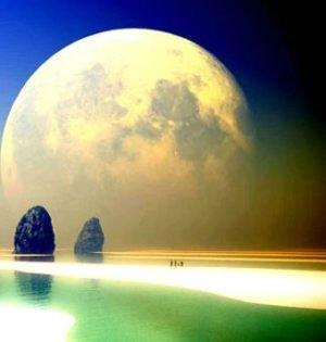 崂山赏月 天上与水中月交辉  中秋之夜,明月东升,登上青岛崂山太清宫