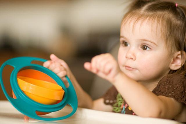 给宝宝选餐具应避免这5类