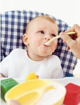 提醒:1岁内孩子不能喝酸奶