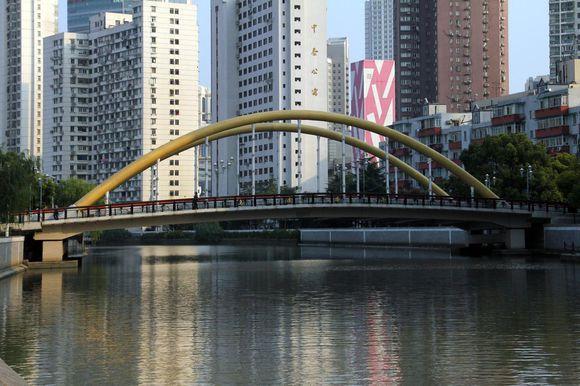 新闸路桥.jpg