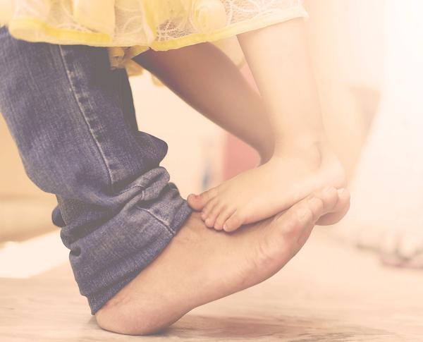从婴儿到青春期 爸爸该如何陪伴女儿
