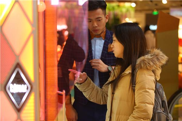 周大福与友宝携手合作 推出珠宝自动售卖机