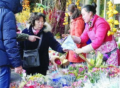 情人节遇上小年夜 沪上花市玫瑰生意不如往年