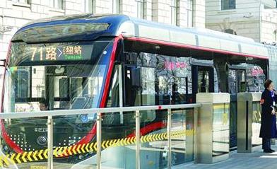 沪新71路满一周年了 日客流5.4万居全市公交线第一