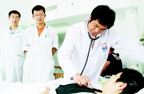 男医生男医生体检美女男医生和男患者妇科医生