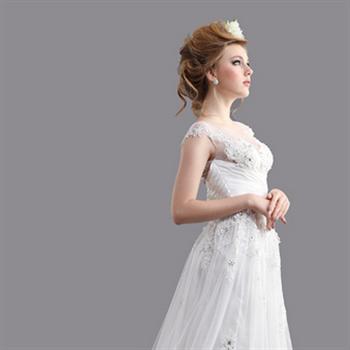 对于金牛座的新娘,对于自己穿婚纱照的造型,她们喜欢自己参与设计,把