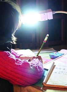"""儿子作业超两小时 """"狮妈"""":作业不能影响孩子全面发展"""
