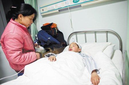 6名学生放学时被砍伤 孩子回家路安全不容忽视