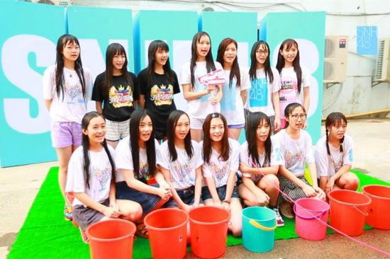 snh48接力冰桶挑战 集体湿身助公益
