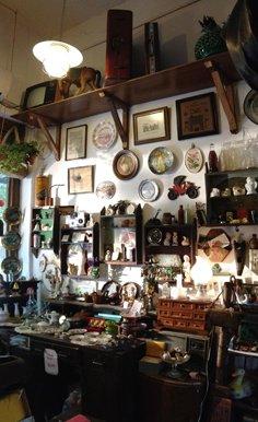 店内的西洋旧物区