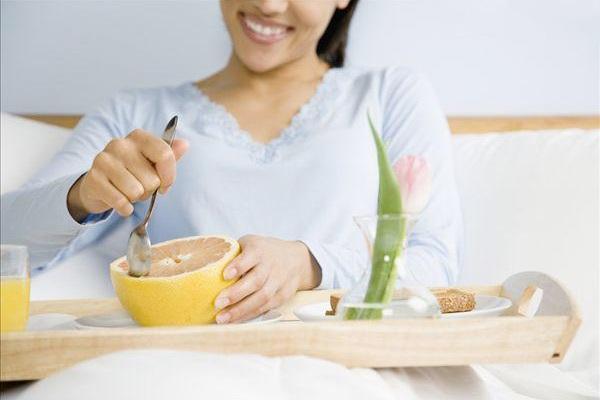新妈妈坐月子期间需要注意一些禁止食用的食物避免对自身和宝宝的