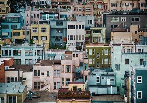 应以基础性制度化解房地产泡沫风险