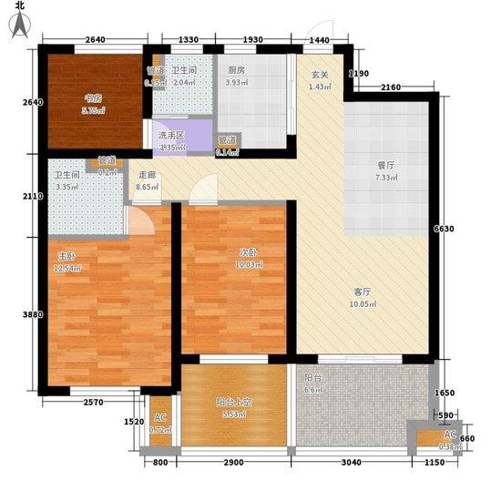 户型综述:本户型是从北向南进入,户型朝南。通透,室内通风理想。整体平面比较规整,有利于内部分割,面积利用率高,比较宜居。 评价标准一:动静分区 小编点评:本户型动静分区非常合理,静区动区是完全分开的,私密性极佳。 动静区分开才能保障居室主人的日常生活流通顺畅,让休息的人能安心休息、走动娱乐的人可以放心活动,互不干扰。如果动静分区不合理,就难以形成私密空间,居家生活会让人觉得不舒服,长期居住对居室主人的心情和健康会产生不利影响。 评价标准二:采光通风 小编点评:本户型是双向对侧采光,属于对流,通风很好。