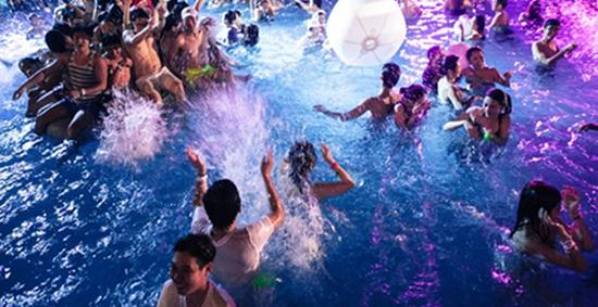 激情一夏丨来场湿身Party