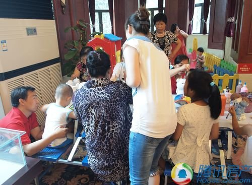 六一儿童节是孩子们的欢乐假期,在恒大御景半岛活动现场还为小朋友