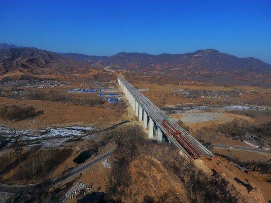 西阜高速石家庄段张家庄大桥完成主体工程