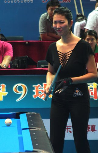 组图:中国赛台球美女pk