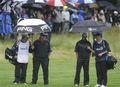 组图:大雨来袭伍兹完成6洞 暂落后领先者2杆